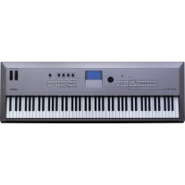 Yamaha MM8 88-Key Synthesizer